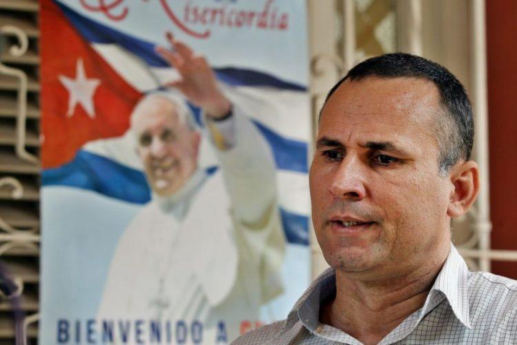 Dissidente cubano libertado após duas semanas na prisão
