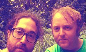 Os filhos de John Lennon e Paul McCartney tiraram uma foto juntos e os fãs estão loucos