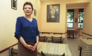 Cantora lírica Helena Vieira na miséria sem trabalho nem dinheiro