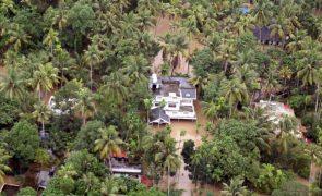Novo balanço aponta para pelo menos 357 mortos após inundações em Kerala, Índia