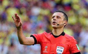 Sérvio Milorad Mazic arbitra receção do Benfica ao PAOK dos 'play-offs' da Liga dos Campeões