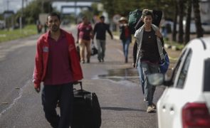 Mais de 1.000 venezuelanos abandonam Brasil depois de violência