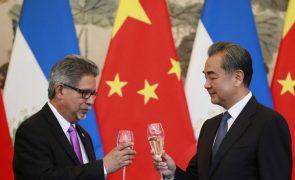 China e El Salvador estabelecem relações diplomáticas em Pequim