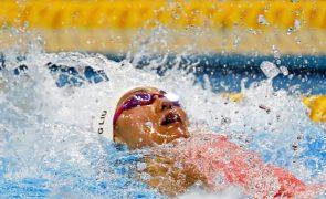 Chinesa Liu Xiang bate recorde do mundo dos 50 metros costas