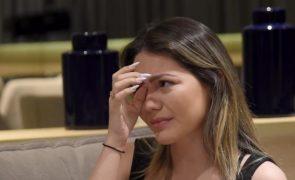 Sarah Poncio chora e fala sobre a traição do marido com atriz