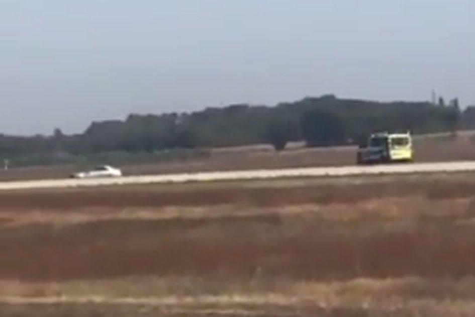 ÚLTIMA HORA: Carro invade pista de aeroporto de Lyon [vídeo]