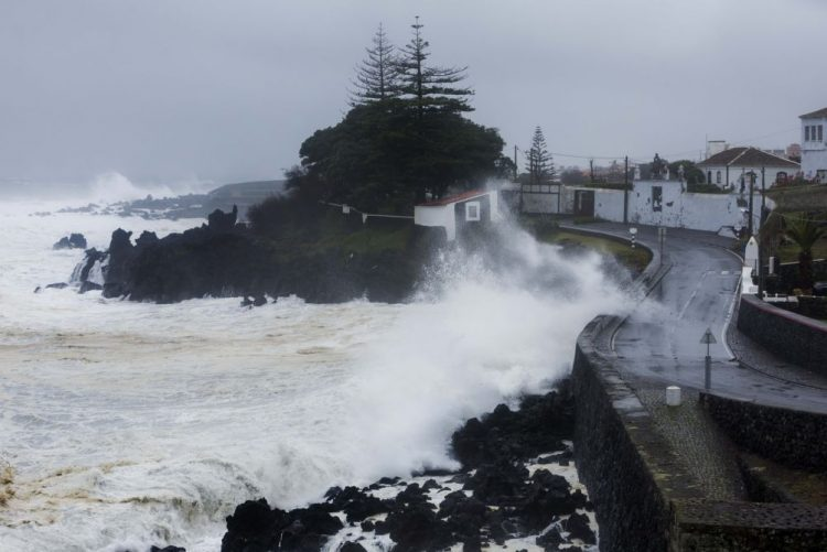 ALERTA   IPMA eleva aviso de chuva em algumas ilhas do Açores