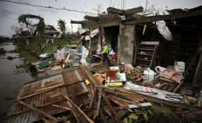 Tufão Mangkhut causa pelo menos 12 mortos no norte das Filipinas