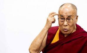 Dalai Lama admitiu ter conhecimento de casos de abusos de mestres budistas