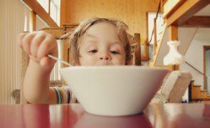 Come cereais de chocolate ao pequeno-almoço? Nem imagina o açúcar que está a ingerir