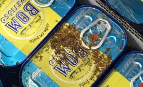 ALERTA | Latas de atum cobertas de larvas à venda em supermercado português