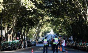 Fila de táxis formada em protesto em Lisboa chega à Avenida da República