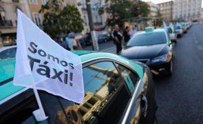 Representantes dos taxistas recebidos no parlamento à tarde por partidos