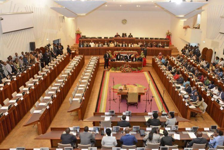Próxima sessão do Parlamento moçambicano arranca a 18 de outubro