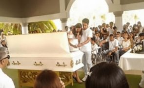 Jovem de 19 anos casou-se com o cadáver do noivo após acidente fatal [vídeo]