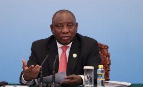 Presidente da África do Sul anuncia 2,9 mil milhões de euros para estimular a economia