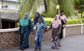 Maldivas vão a eleições no domingo num teste à democracia no arquipélago
