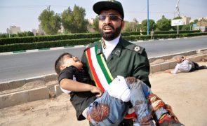 Ataque durante desfile no Irão provoca mortos e feridos