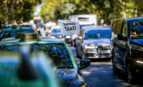 Taxistas querem reunião urgente com PR e Costa e projetam vigília em S. Bento