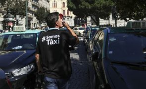 Taxistas mantêm protesto e querem intervenção de Costa