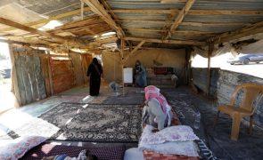 Israel ordena que habitantes de aldeia beduína desmantelem as suas próprias casas