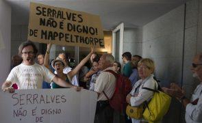 Dezenas em Serralves para exigir a demissão do Conselho de Administração
