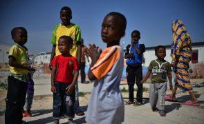 Meio milhão de crianças líbias em
