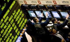 Wall Street fecha sem rumo perante guerra comercial e confusão no governo de Trump