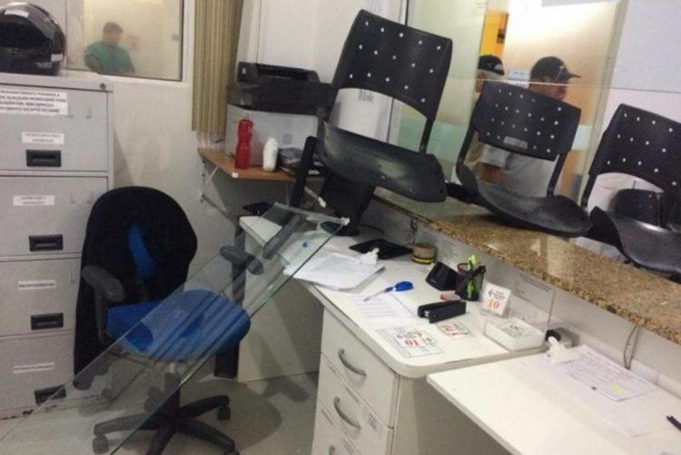 Receção do Hospital de St.º António vandalizada por pacientes em fúria