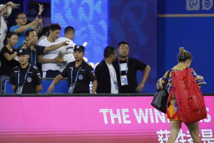 Halep abandona na primeira ronda do torneio de Pequim de ténis devido a lesão