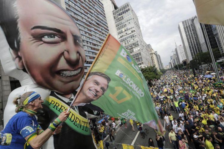 Brasil/Eleições: Bolsonaro volta a crescer e lidera com 31% dos votos - sondagem