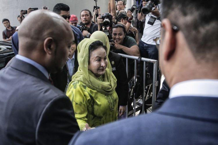 Mulher do antigo primeiro-ministro da Malásia acusada de lavagem de dinheiro