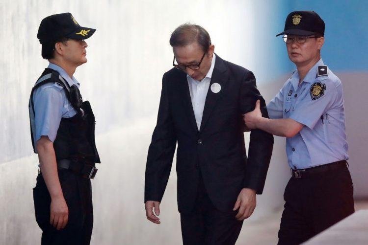 Ex-presidente da Coreia do Sul Lee Myung-bak condenado a 15 anos por corrupção