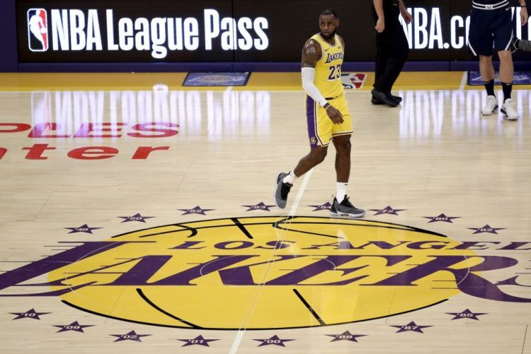Basquetebolista LeBron James ganha pela primeira vez ao serviço dos Lakers