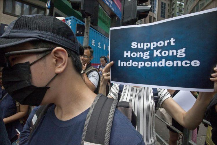 Hong Kong defende-se das críticas por recusar renovar visto a jornalista