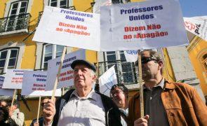 Professores entregam pré-aviso de greve parcial entre 15 de outubro e 31 de dezembro