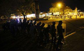 São Tomé/Eleições: Polícia de choque obriga manifestantes a recuar