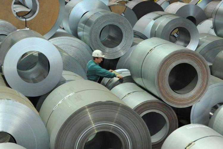 Crescimento do volume de negócios na indústria abranda para 3,1% em agosto