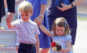 Príncipe George e princesa Charlotte assumem cargos importantes no casamento da Princesa Eugenie