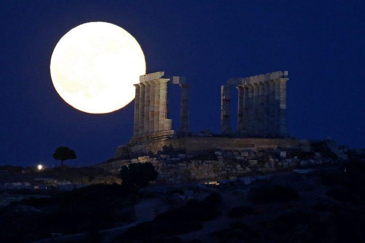 Greve encerra Acrópole de Atenas e maioria dos museus