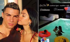 «Os nossos filhos. Amamos-te Cristiano» Vídeo de Georgina Rodríguez a tomar banho com os bebés é simplesmente irresistível