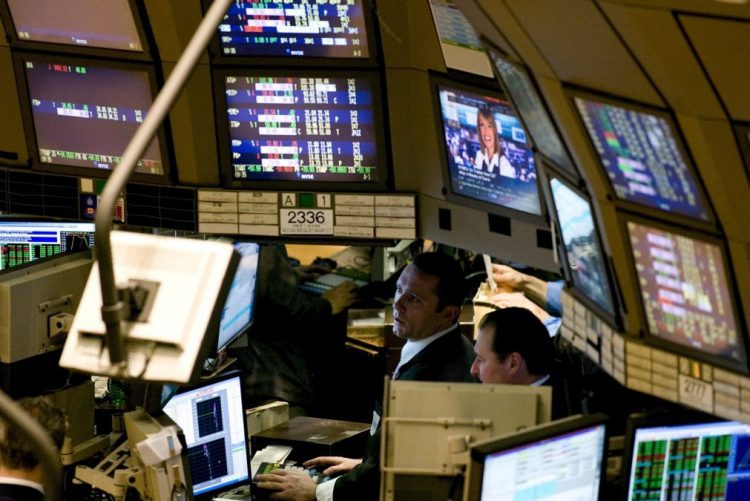Wall Street volta a fechar em baixa acentuada entre juros, resultados e China