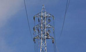 Mais de 100 mil pessoas sem eletricidade devido ao furacão Leslie