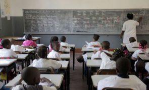 Ministra angolana admite que mono docência no ensino primário