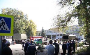 Autoridades russas dizem que aluno usou armas de fogo para atacar escola na Crimeia