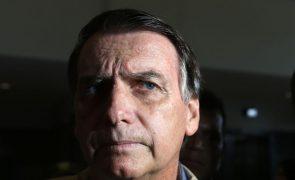 Bolsonaro impedido de entrar em tenda de venda de frango por estar sem máscara