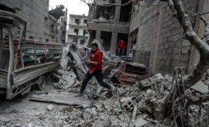 Pelo menos 32 civis mortos em bombardeamentos da coligação na Síria