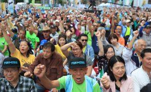 Milhares manifestam-se em Taiwan a exigir referendo sobre independência