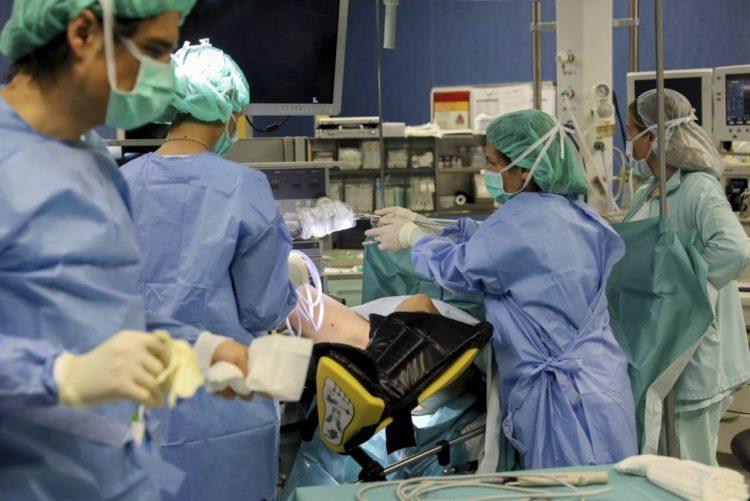 Sindicatos desconvocam greve prolongada dos enfermeiros nos blocos cirúrgicos