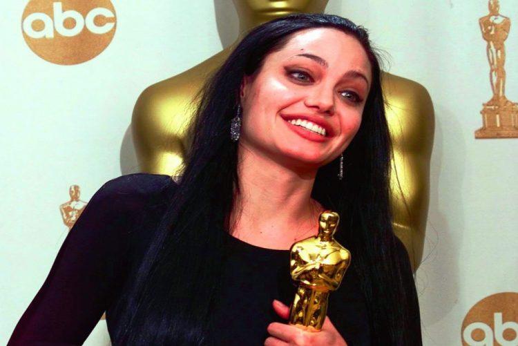 Angelina levou para casa uma estatueta em 1999